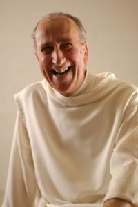 Portrait souriant de frère Vincent, moine peintre