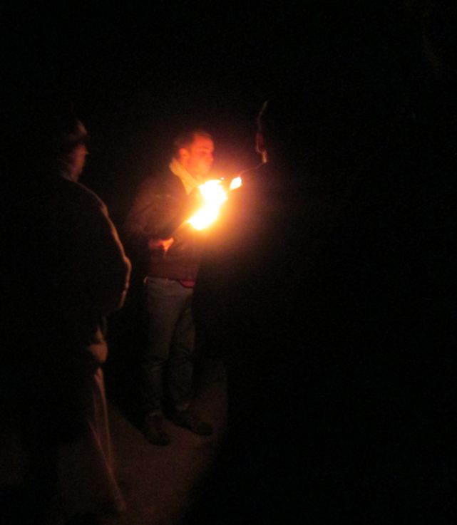 flambeau dans la nuit