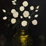 Roses blanches dans un vase