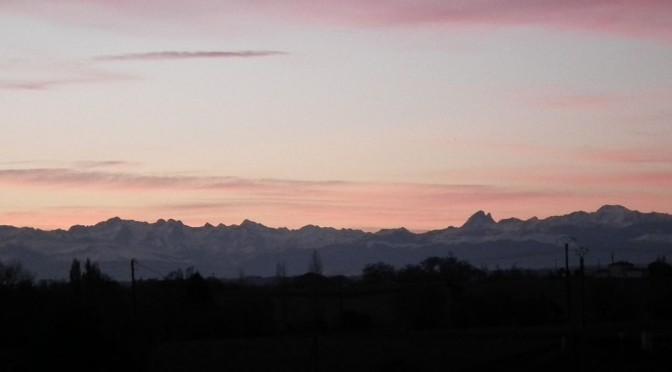 La chaine des Pyrénées surplombant le paysage de Chalosse.