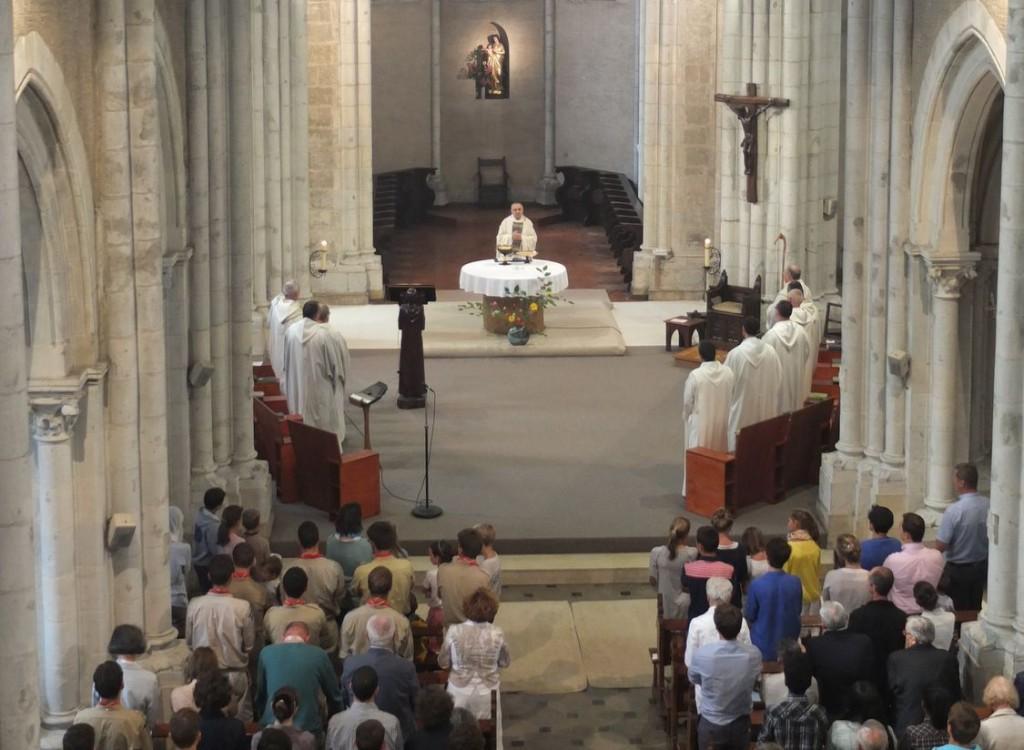 Prière liturgique dans l'église
