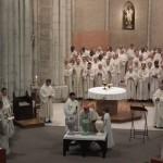 Appel de l'Esprit sur le Chrême durant la messe chrismale à Maylis