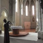 vue sur le tabernacle en arrière-plan de l'autel