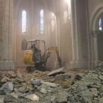 pelleteuse dans l'abside