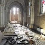les appareils dans le bas-côté de l'église