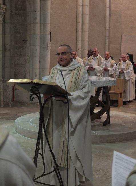 Le père abbé François à l'ambon