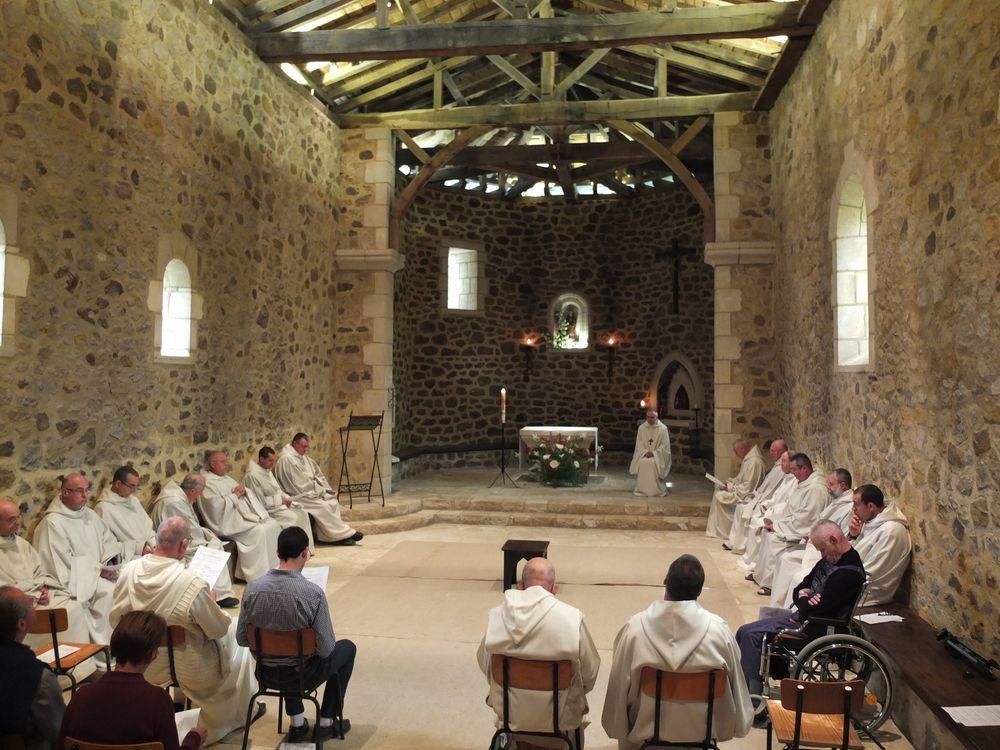 Communauté de Maylis rassemblée dans la vieille église