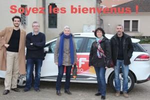 Equipe RCF devant la voiture