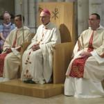 les nouveaux ordonnés aux côtés de l'évêque