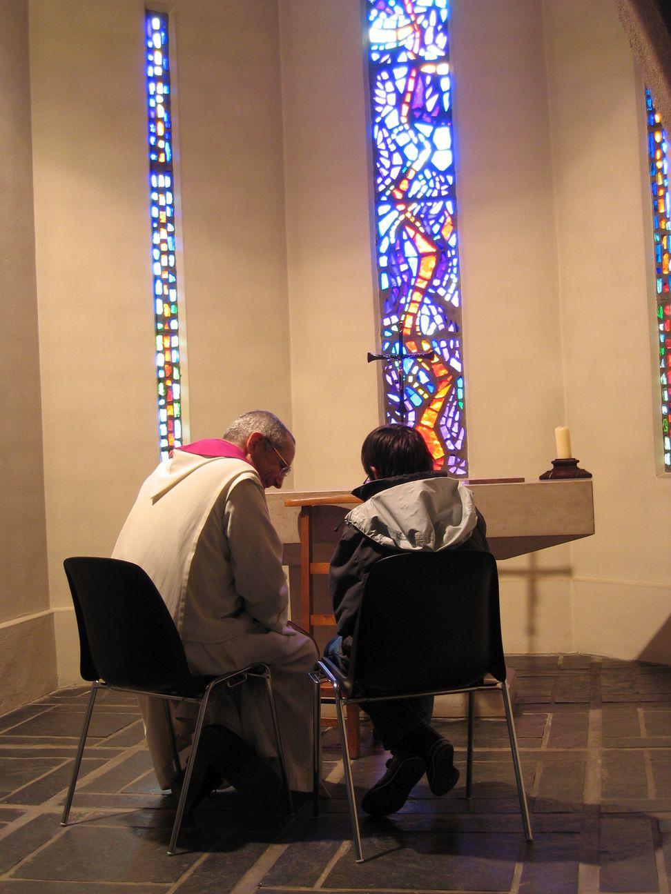 Un jeune se confesse à un moine.
