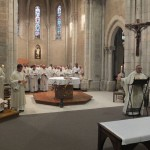 Accueil du père abbé durant la messe chrismale à Maylis