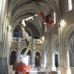 bras télescopique dans l'église