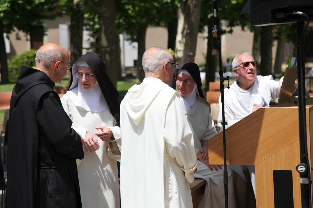 deux soeurs et trois frères autour de l'orgue