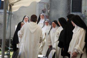soeurs de Saint Eustase autour de frère Joseph